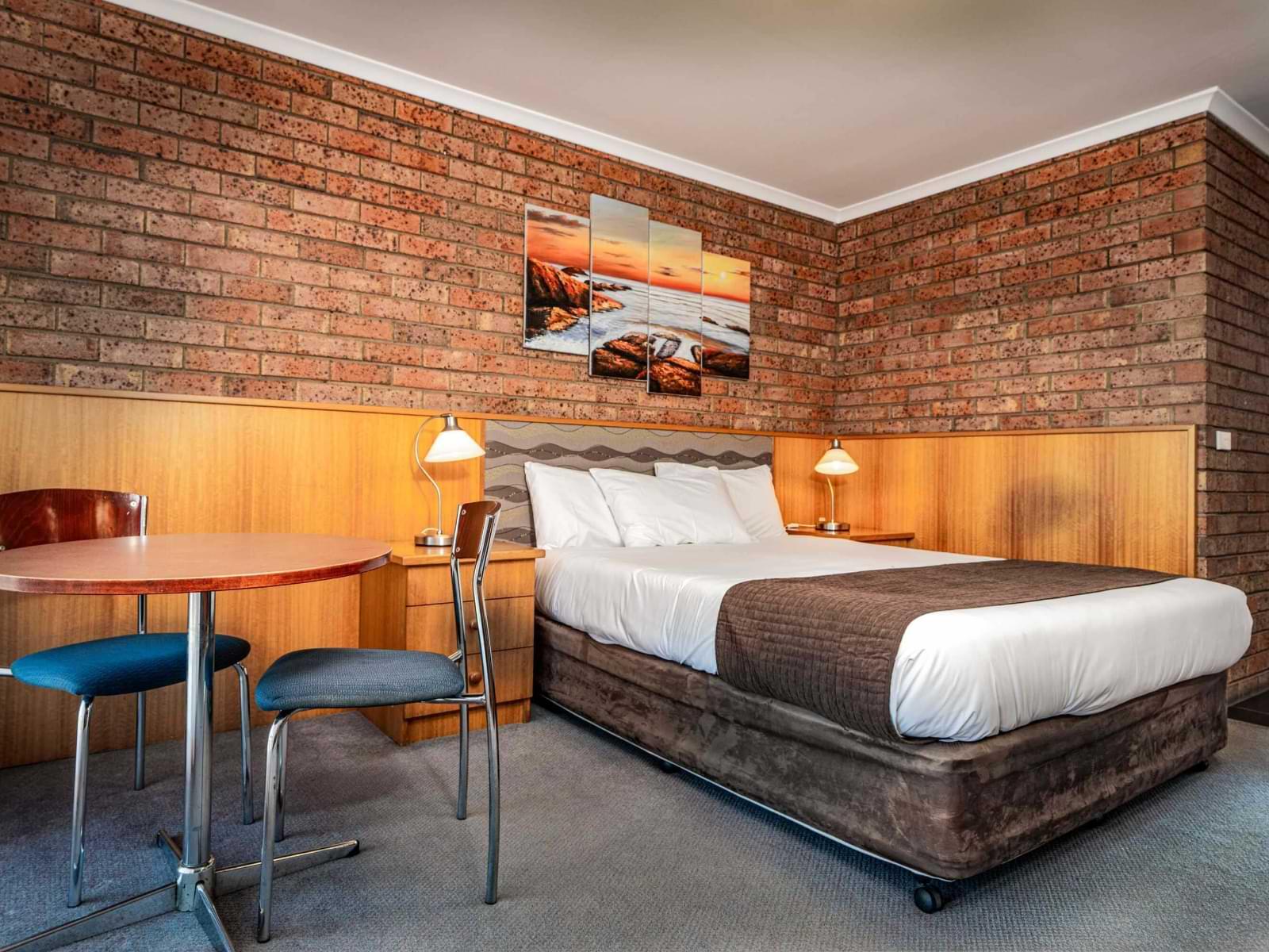 1-Main Bedroom-1 Large Suite-sRGB (1)@2x