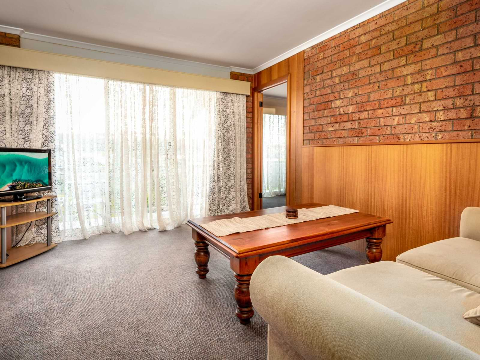 15-Lounge Suite-15 Small Suite-sRGB@2x
