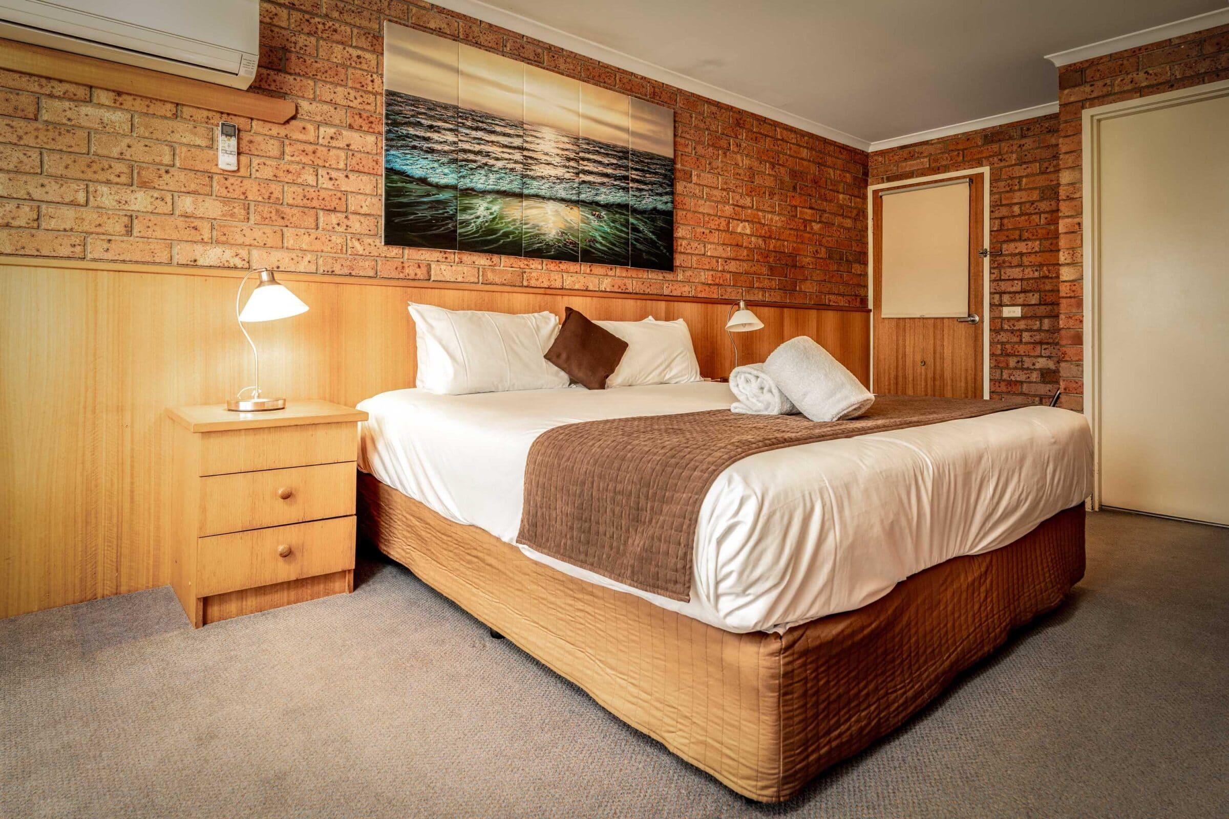 10-Main Bedroom-10 Small Suite Merimbula Motel Accommodation - Comfort Inn Merimbula