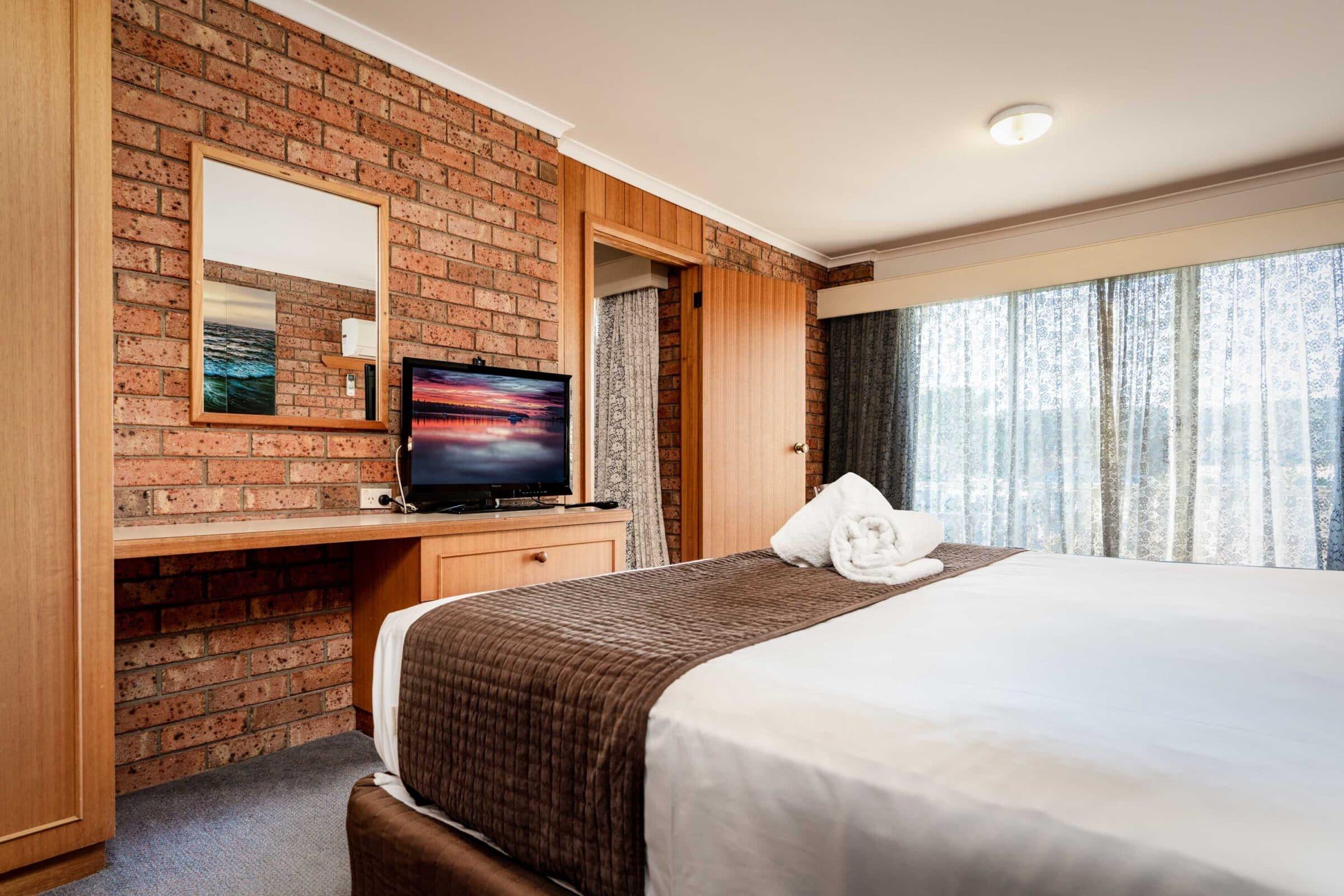 11-Main Bedroom-11 Small Suite Merimbula Motel Accommodation - Comfort Inn Merimbula