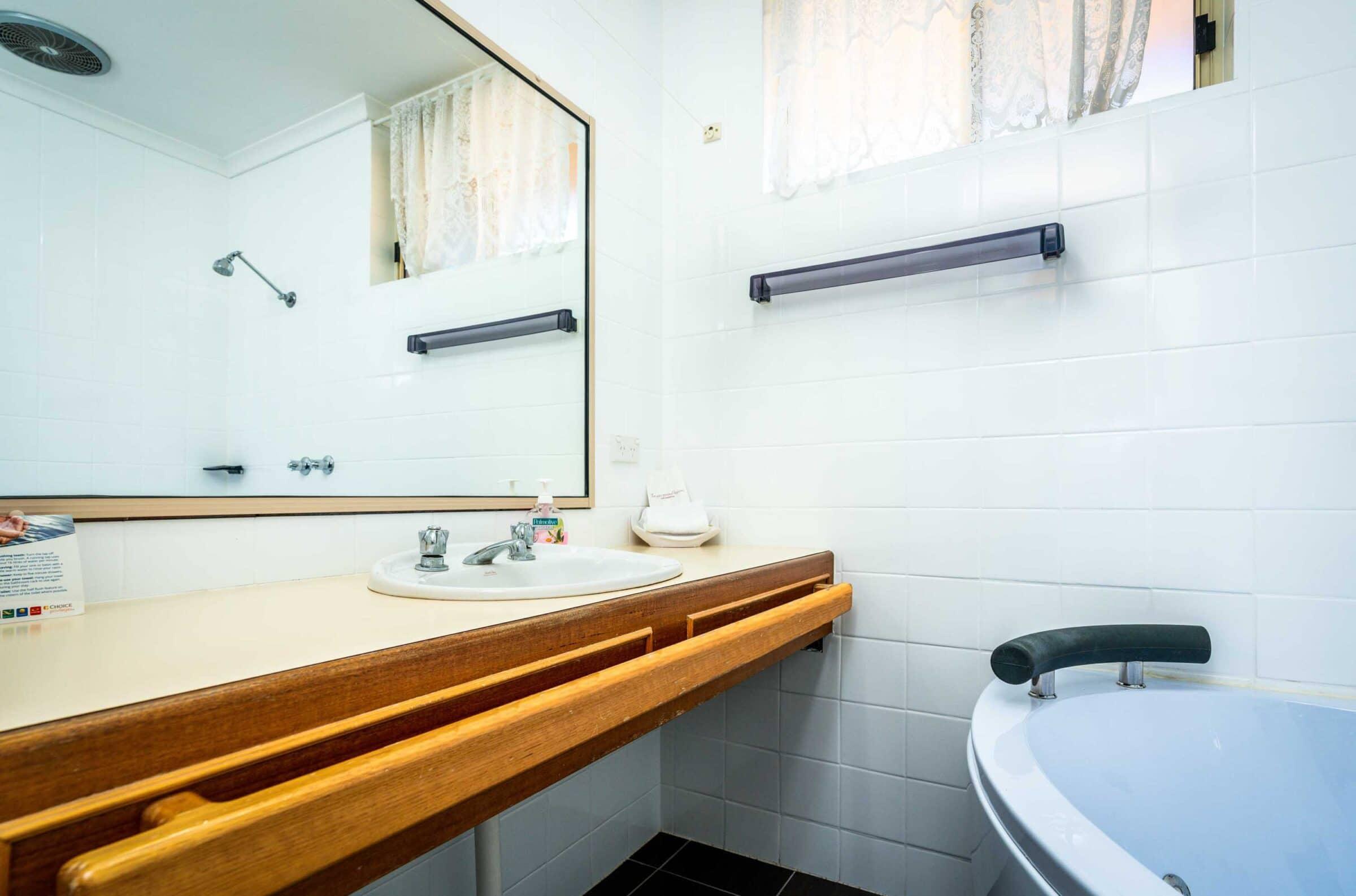 12-Bathroom-12 Small Suite Merimbula Motel Accommodation - Comfort Inn Merimbula