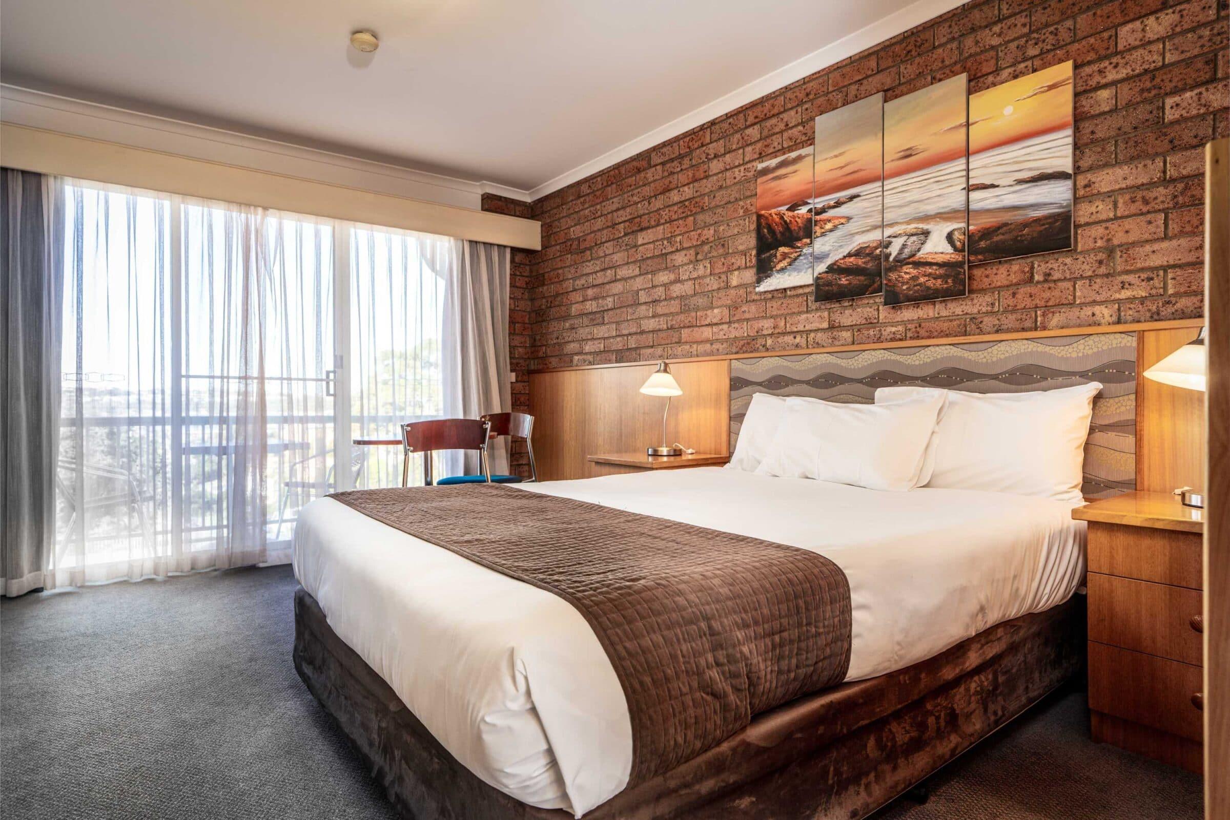 3-Main Bedroom-3 Large Suite-Motel Accommodation Merimbula - Comfort Inn Merimbula